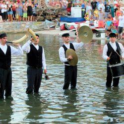 Tovareća mužika u svečanoj ribarskoj odjeći iz 20. stoljeća
